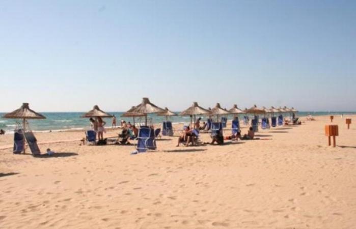 kastro - golden - beach_595_450_95